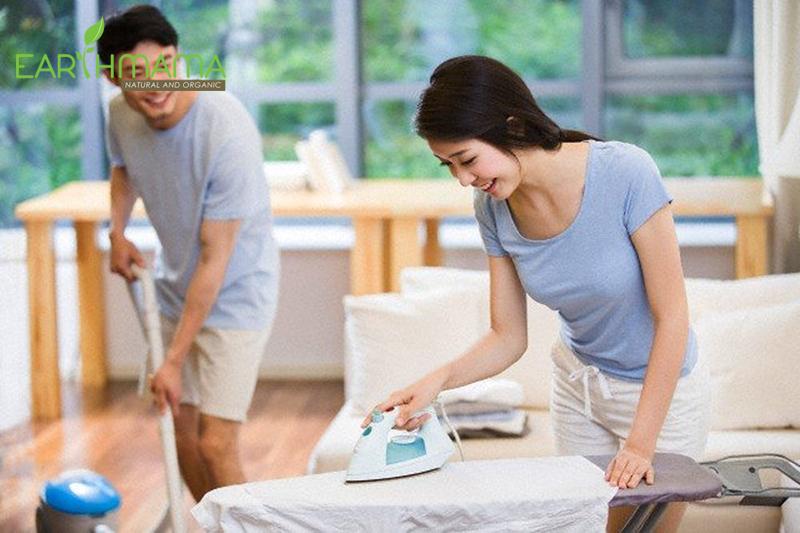Vợ chồng cùng nhau chia sẻ việc nhà