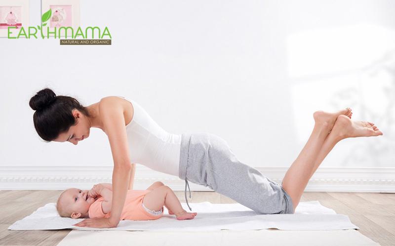 Vừa trông bé mẹ vừa có thể tập thể dục giảm cân