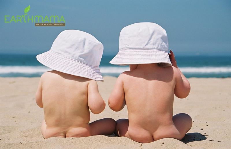 Cho trẻ tắm nắng thường xuyên để bổ sung vitamin D