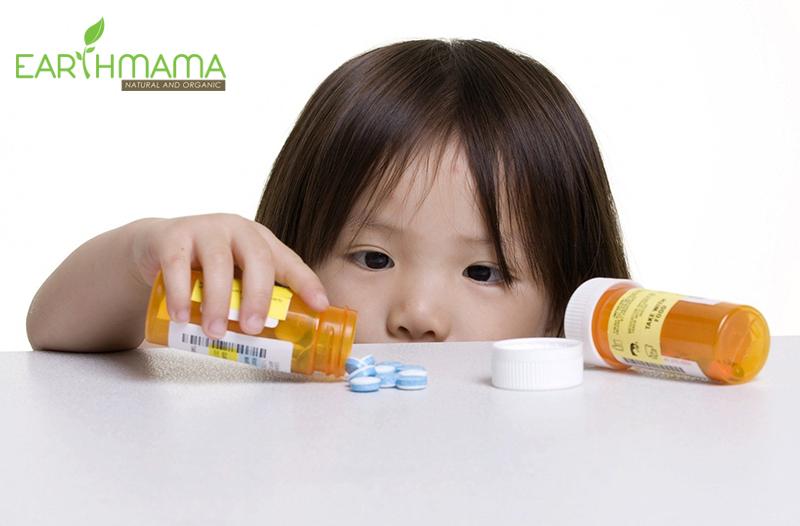 Bé dễ tò mò uống nhầm thuốc ở giai đoạn tập đi