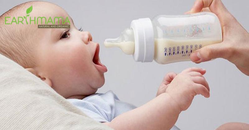 Mẹ thường mắc phải nhiều sai lầm khi cho bé bú bình