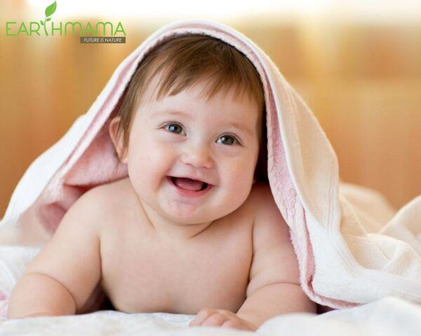 Làn da bé rất dễ bị tổn thương nên mẹ cần cẩn thận trong các sản phẩm làm sạch
