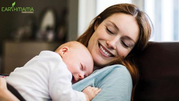 Tốt mẹ khỏe con, sữa mẹ là nguồn dinh dưỡng lý tưởng