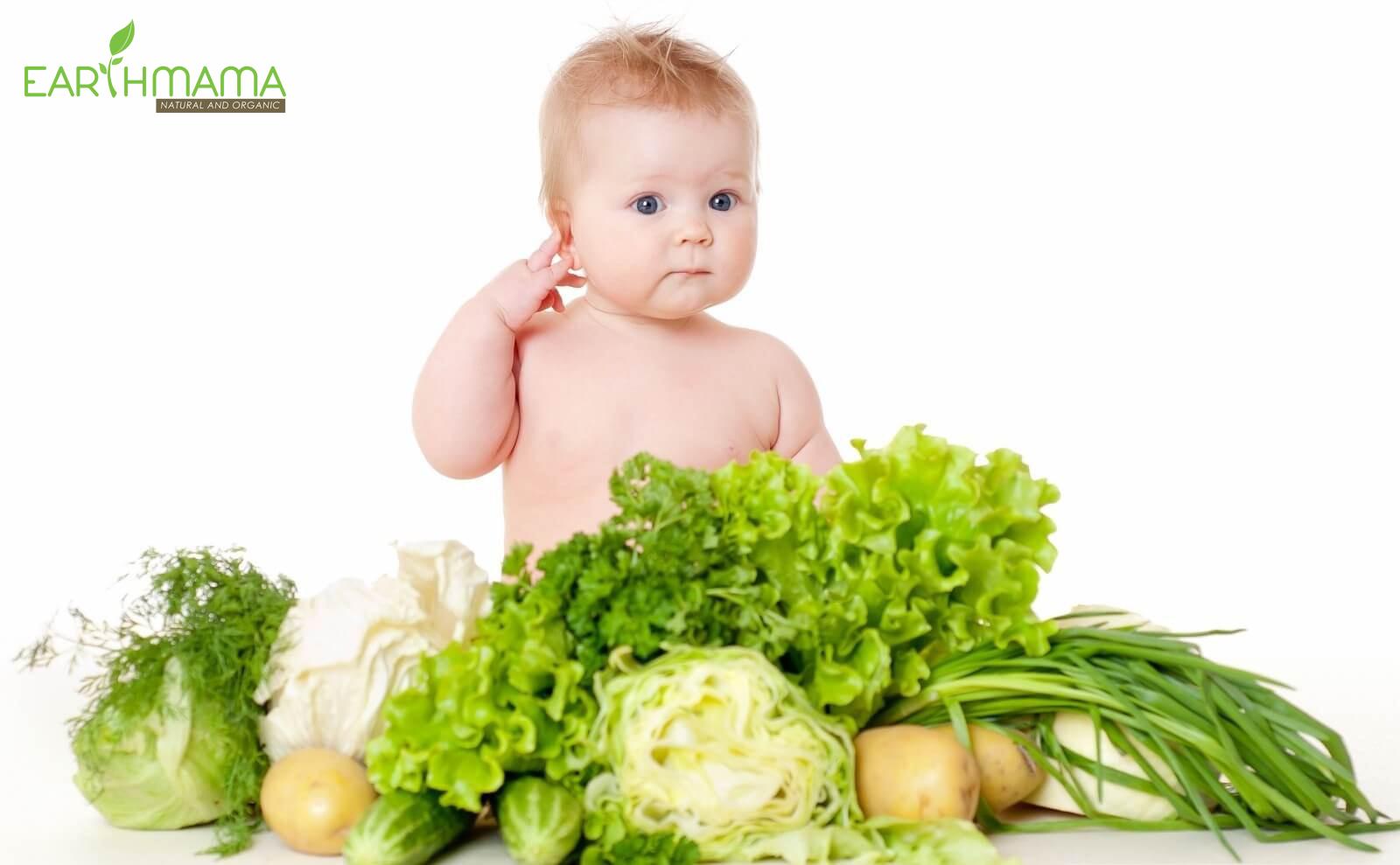 Ngoài việc giữ vệ sinh sạch sẽ cho bé, mẹ còn phải kiêng cữ một số loại thực phẩm cho bé.