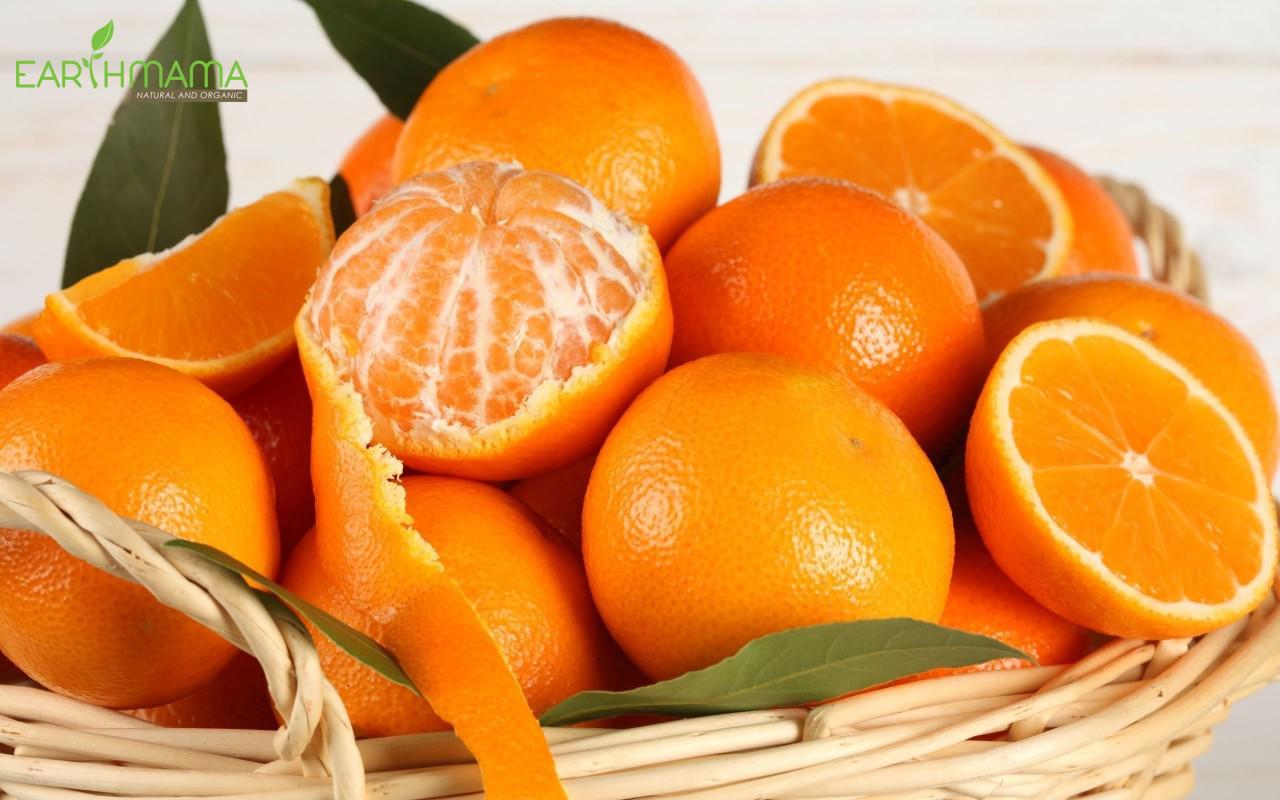 Cũng như cà chua, cam là thực phẩm có tính axit, có thể gây hăm tã