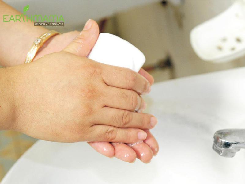 Rửa tay sạch giúp bé phòng bệnh tay chân miệng | Earth mama