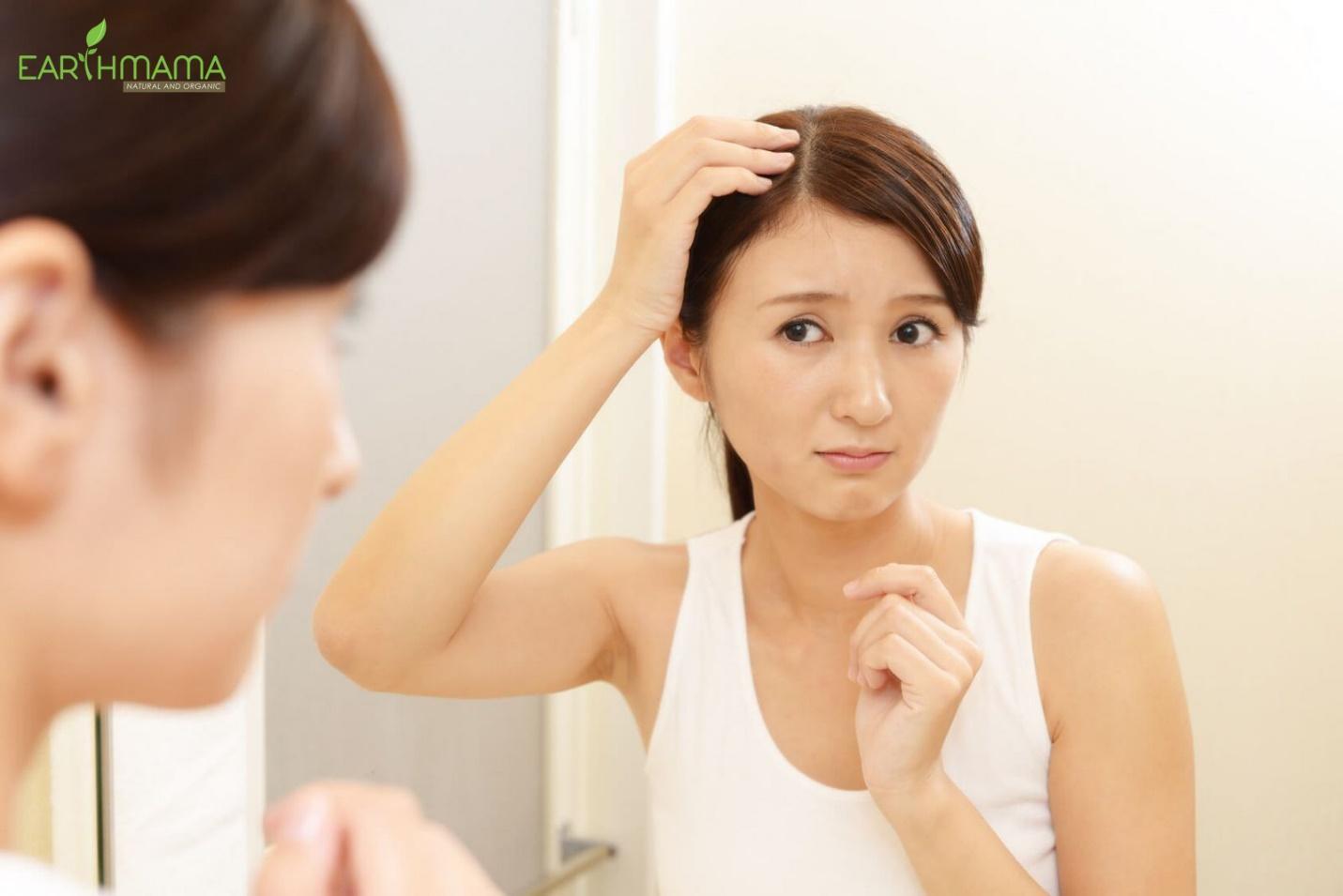 Việc bôi sáp không tẩy kỹ lưỡng cũng làm tăng chất nhờn, kích ứng và ngứa da đầu