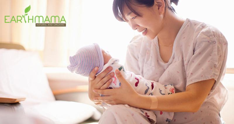 Sau khi sinh, sản dịch liện tục được co bóp